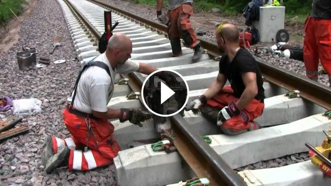 Amazing+Thermite+Railroad+Welding+Job+in+Sweden+-+Thermite+welding,+also+known+as+exothermic+bonding+and+thermit+welding,+is+a+challenging+welding+job+that+uses+molt