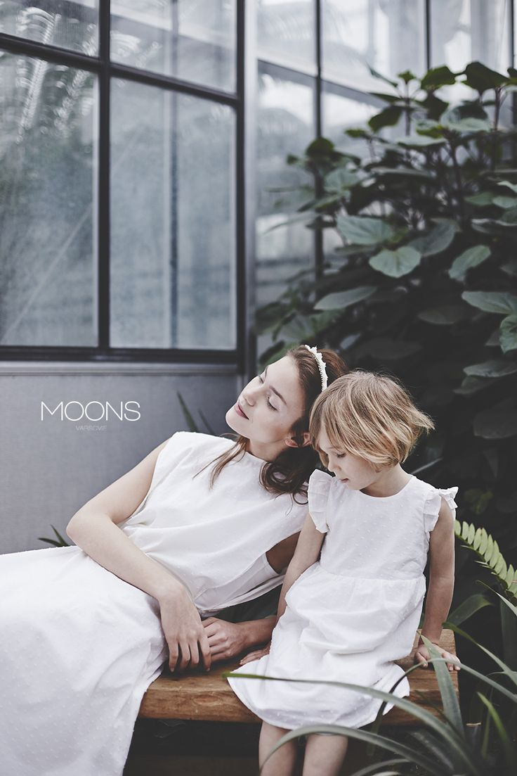MOONS [ hold ] model. delicate and silk. for civil and church weddings. made in Poland.