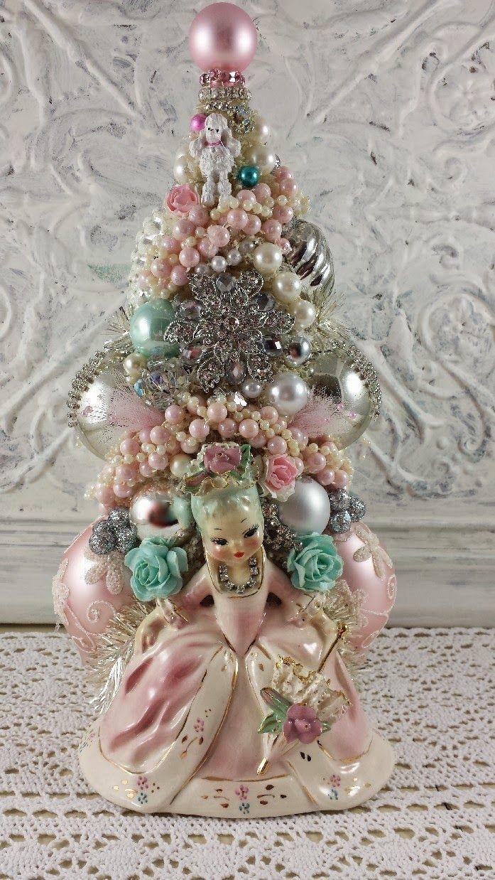 Diy retro christmas decorations - Best 25 Vintage Christmas Decorating Ideas Only On Pinterest Christmas Table Centerpieces Diy Xmas Decorations And Retro Christmas Decorations