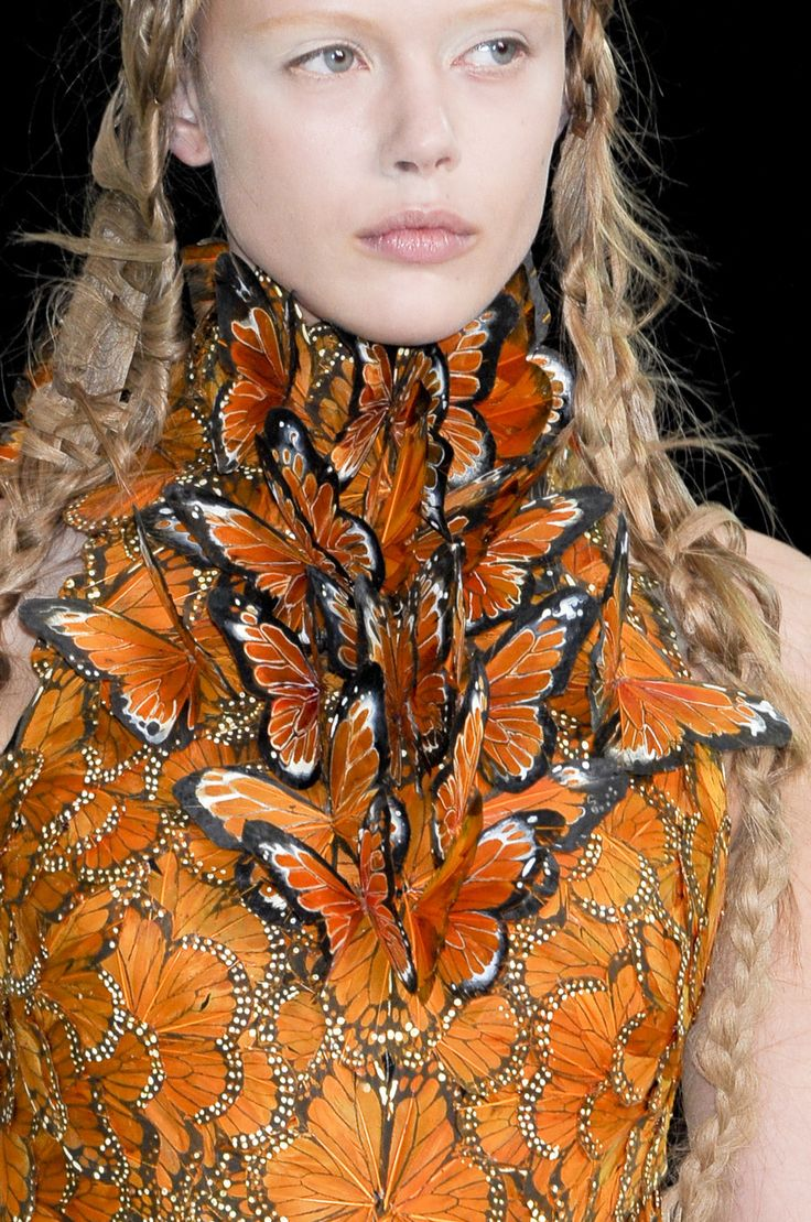 Alexander McQueen at Paris Fashion Week Spring 2011 - Details Runway Photos