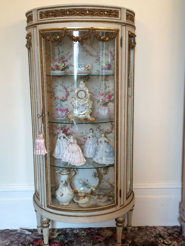 Stunning french vitrine