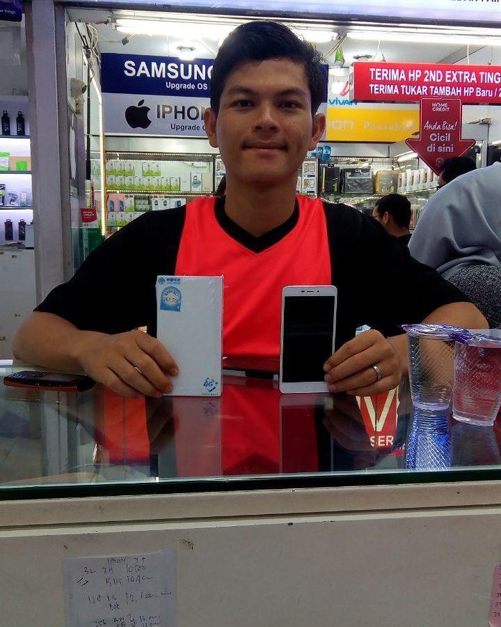 Thankyou Bang Rizki buying XIAOMI NOTE 4A from our store  . . . @anugrah_telco @anugrah_telco @anugrah_telco  Waiting for your next purchase  . . . . #anugrahmile #anugrahtelco #anugrahmf #instagram #instapic #techno #gadget  #technology #mobilemag #photooftheday #life #lifestyle #samsung #entrepreneur #like4like #advan  #business #hustle #apple #iphone7 #iphone7plus #iphone8 #ios #siri #ios11 #imac #applephone #kamuharustau #indonesia #oppositesattract
