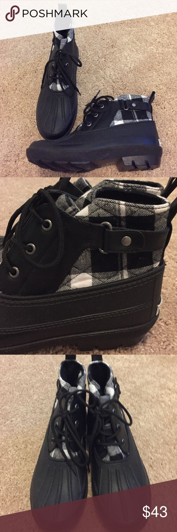 ✨RUBBER rain/snow short ankle boots✨New✨ Black and white checker soft material - black rubber  - size 7 -7.5 never worn. No box. Dirty Laundry Shoes Winter & Rain Boots