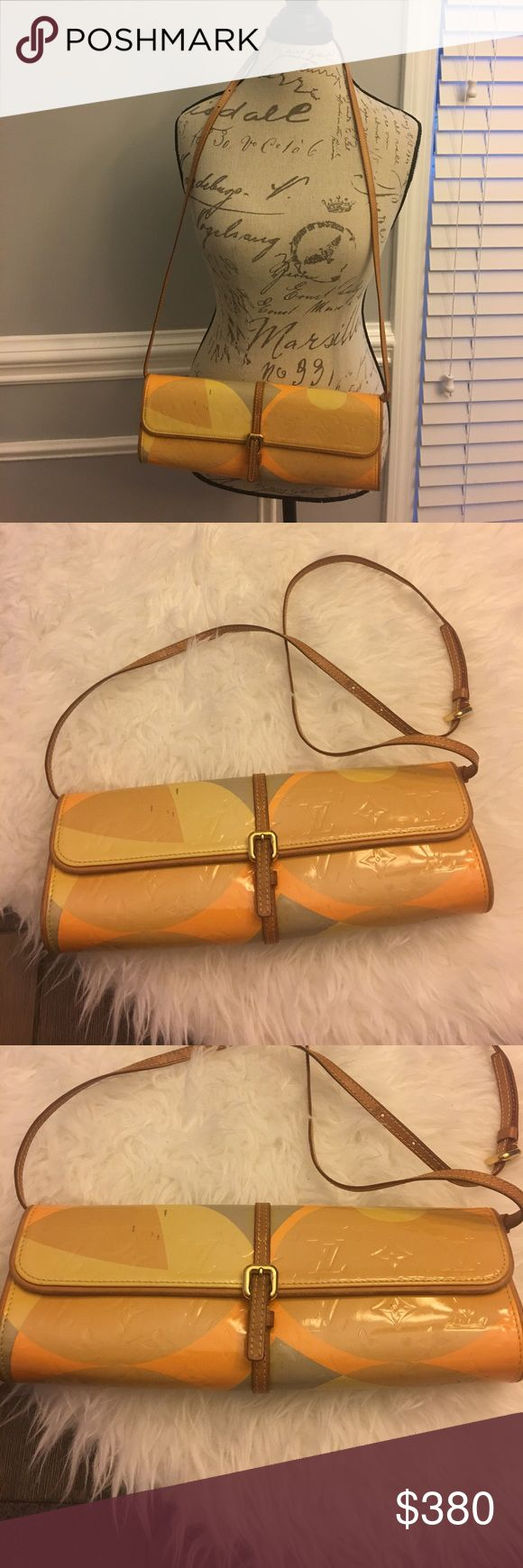 Vernis fleur Lv In excellent condition clean inside , not bad odors inside , authentic Louis Vuitton Bags Crossbody Bags