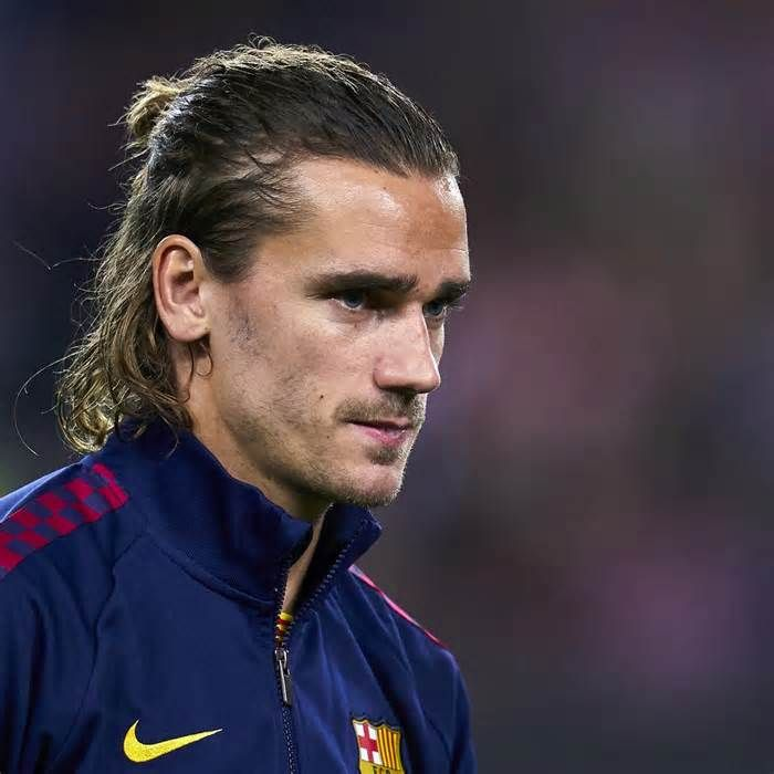 Antoine Griezmann Needs Time To Get Used To Barcelona Says Didier Deschamps Get The Latest News For Barcelona Inside Pint Griezmann Antonie Griezmann Futbol