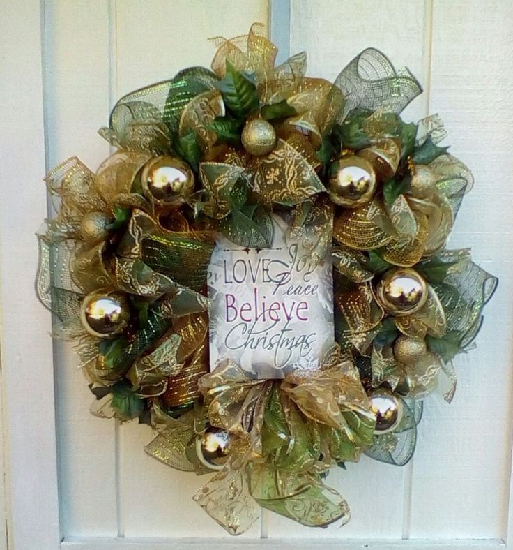 Christmas Deco Mesh Ribbon Wreath  Winter Green and Gold #DecoMesh