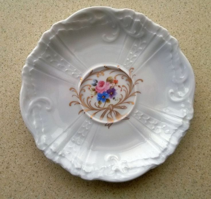 Limoges Le Pavillon de la Porcelaine Small dish / saucer with flower decoration