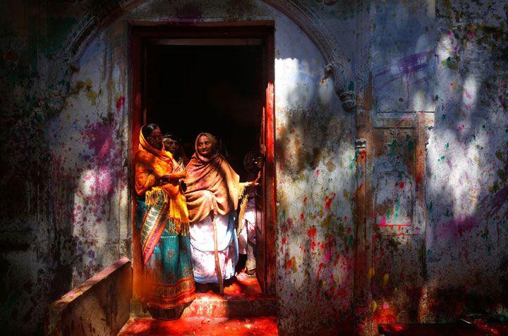 Festival des couleurs célébré en Inde pour fêter l'arrivée du printemps