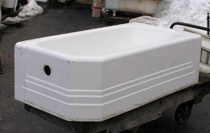 Enameled iron corner tub for the bathroom