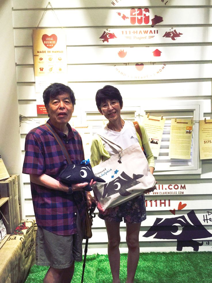 They saw the article in Aloha Street and came to visit us! Thank you soooo much for your support!  アロハストリートを見て、わざわざ探しに来てくれたお客様です!ご購入いただき、本当にありがとうございました!