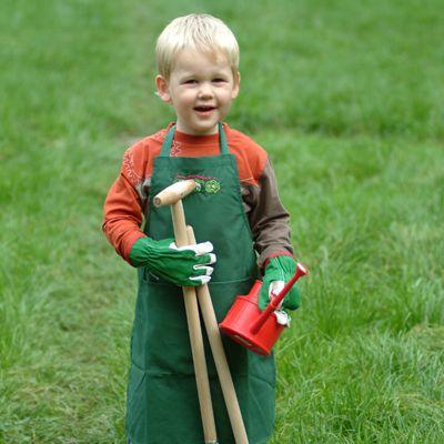 Voor kinderen is het niet alleen lekker om in de tuin werken zonder vieze handen te krijgen maar ook helpen onze handschoenen om hun handen te beschermen als ze u in de tuin meehelpen. De handschoenen zijn gemaakt van soepel lamsleer met katoen.