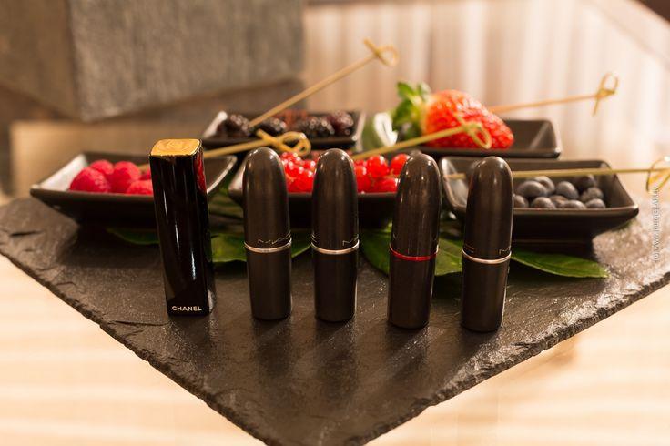 Ihr wisst, dass die rote farbe ist mein favorit, und hinsichtlich der lippe ist nicht weit dahinter. Er war einer der ersten, die in kühner farben, d... #makeup #natura #revlon