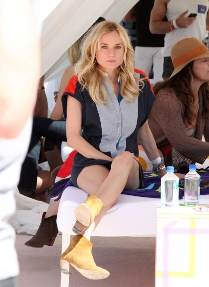 This looks so comfy.  And yet she looks amazing.: Blonde, Diane Krüger, Kruger Cj, Foto Colors, Celebs Style, Style Influenc, Pools Parties, Beautiful People, Diane Kruger