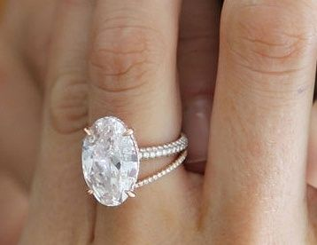 LOVE this style... Blake Lively's Lorraine Schwartz diamond engagement ring & wedding band. Jewellery / jewelry.