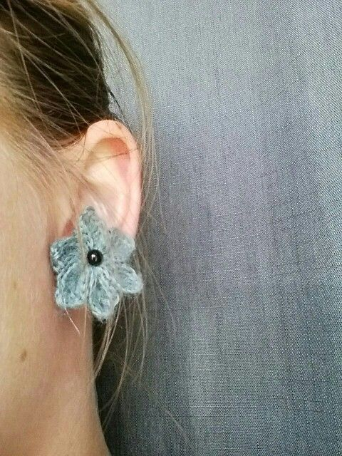 Hæklet blomst til ørering