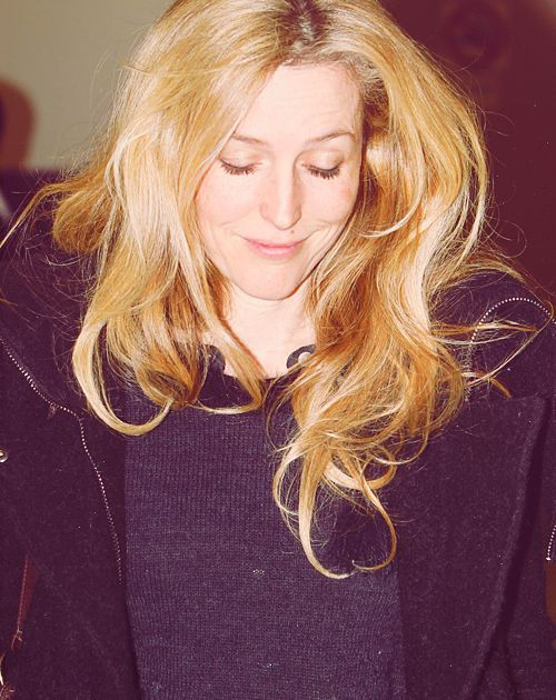 Gillian Anderson - love the hair :)