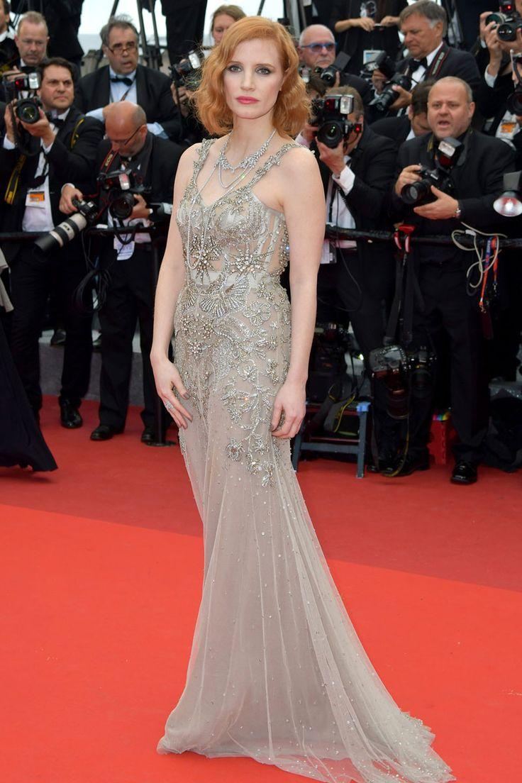 Alexander McQueen firma el diseño romántico y plagado de apliques que lució Jessica Chastain.
