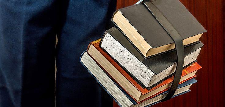 """O primeiro Clube do Livro de 2017, evento realizado mensalmente pela Embaixada do Brasil em Londres, traz um debate sobre uma das obras mais conhecidas do escritor Luís Fernando Veríssimo, o livro """"Os Espiões""""."""
