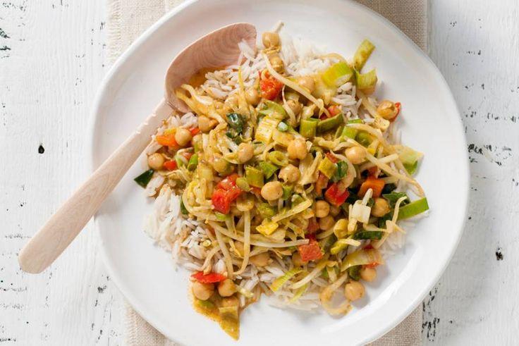 Kijk wat een lekker recept ik heb gevonden op Allerhande! Curry met kikkererwten, kokosmelk en rijst