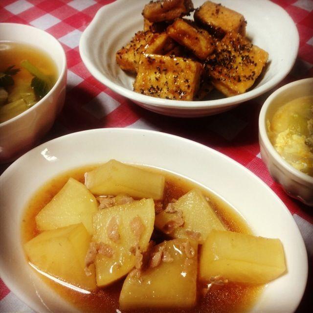 初めて作った大学高野豆腐がとっても美味しくて、ついたくさん食べちゃいました〜。お芋でやるよりヘルシーだからいっか〜(n´v`n)♡ - 10件のもぐもぐ - 大根のとろとろ生姜煮、大学高野、葱と糸こんにゃくの卵とじ、残り物の野菜鍋 by minami