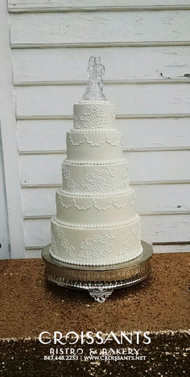 120 best Traditional Wedding Cakes images on Pinterest | Traditional ...