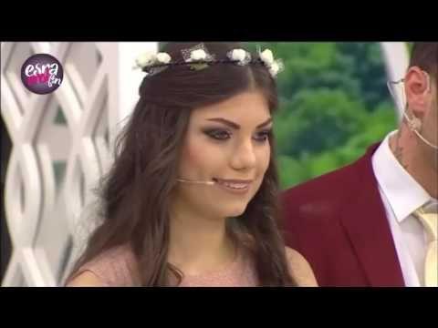"""Televizyon tarihinin tek gerçek evlendirme programı Esra Erol'da yaşanan büyük aşkın tarafları İran'dan gelen Zahra ile Almanya'dan gelen Erkan evlilik yoluna girdi.  Türkiye'nin en sevilen programı """"Esra Erol'da"""" atv'de hafta içi her gün karşınızda.  Aşka dair umutlarımızı her daim yeşerten Türkiye'nin en sevilen programı """"Esra Erol'da"""" atv'de hafta içi her gün karşınızda. Bugüne kadar yüzlerce mutlu yuvanın kurulmasına vesile olan ve 9 sezondur ekranlarda yerini alan Esra Erol gelin ve…"""