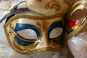 Simple but elegant half-mask design