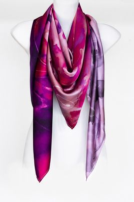 LENGYEL LEONA ONLINE SHOP  £150 Made in England 130x130cm #luxury #silk #scarf #fashion #womenscarf #style #elegant #accessories #colorful #design #luxuryfashion #designerscarf #designerscarves #london #lengyelleona