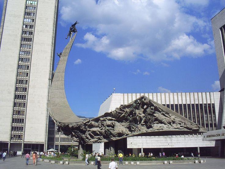 Monumento a la Raza, Medellín.