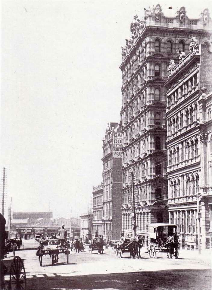 Queen St,Melbourne in Victoria in 1880. On the right the Broken Hill Chambers of Gothic architectural design at 27-33 Queen St.Built for F. W. Prell were the Broken Hill Chambers (on South-West corner of Queen Street and Flinders Lane).