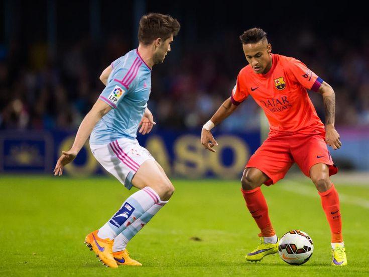 Neymar Santos, del Barça, se intenta ir de Fontàs.
