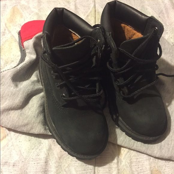 Timberland boots for toddlers size 8 Worn twice has small scratch on right boot looks worse in pic than actually is .... Great condition! Shoes