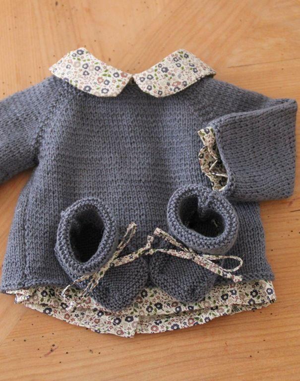 tricot layette: un bel ensemble mixte qui pourra être personnalisé ensuite pour une fille ou un garçon                                                                                                                                                                                 Plus