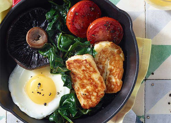 Classic fry up with halloumi