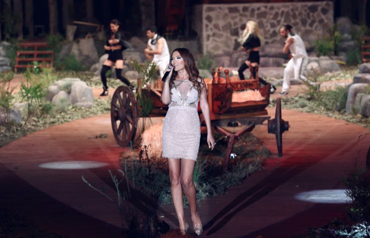 Demet Akalın Dosso Dossi Fashion Show-Stage and Runway Design/Implementation-Cem İnci