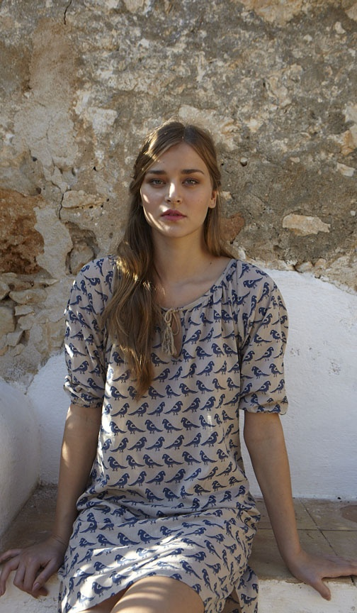 birdies !♥ Like the simplicity of this dress
