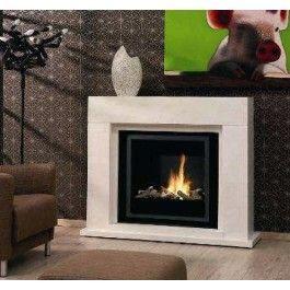 De Ruby Fires Capri is een zeer strakke bio ethanol haard die voorzien is van een moderne schouw. Dankzij het gebruik van de keramische brander van Ruby Fires zal er een realistisch vuurbeeld ontstaan. De absorberende keramische kern voldoet aan de laatste normen en zorgt ervoor dat de vloeistof in de brander blijft, ook na de ultieme kantel test. #Fireplace #Fireplaces