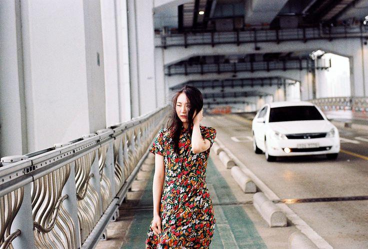 Every months shows different of Korea people and place 4월 : 잠수교/ Jamsugyo / model :김지연 @kimkkjy1 메이크업 : 조민희 @jominhee_ #패션#스타일#사진#인물#일반인#예술가#아트#포토#35mm#artphoto#Seoul#서울#film#filmphotography#감성#emotions
