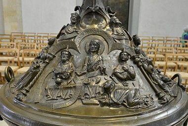 Hildesheimer Dom - Taufbecken (el arrepentimiento de la pecadora)