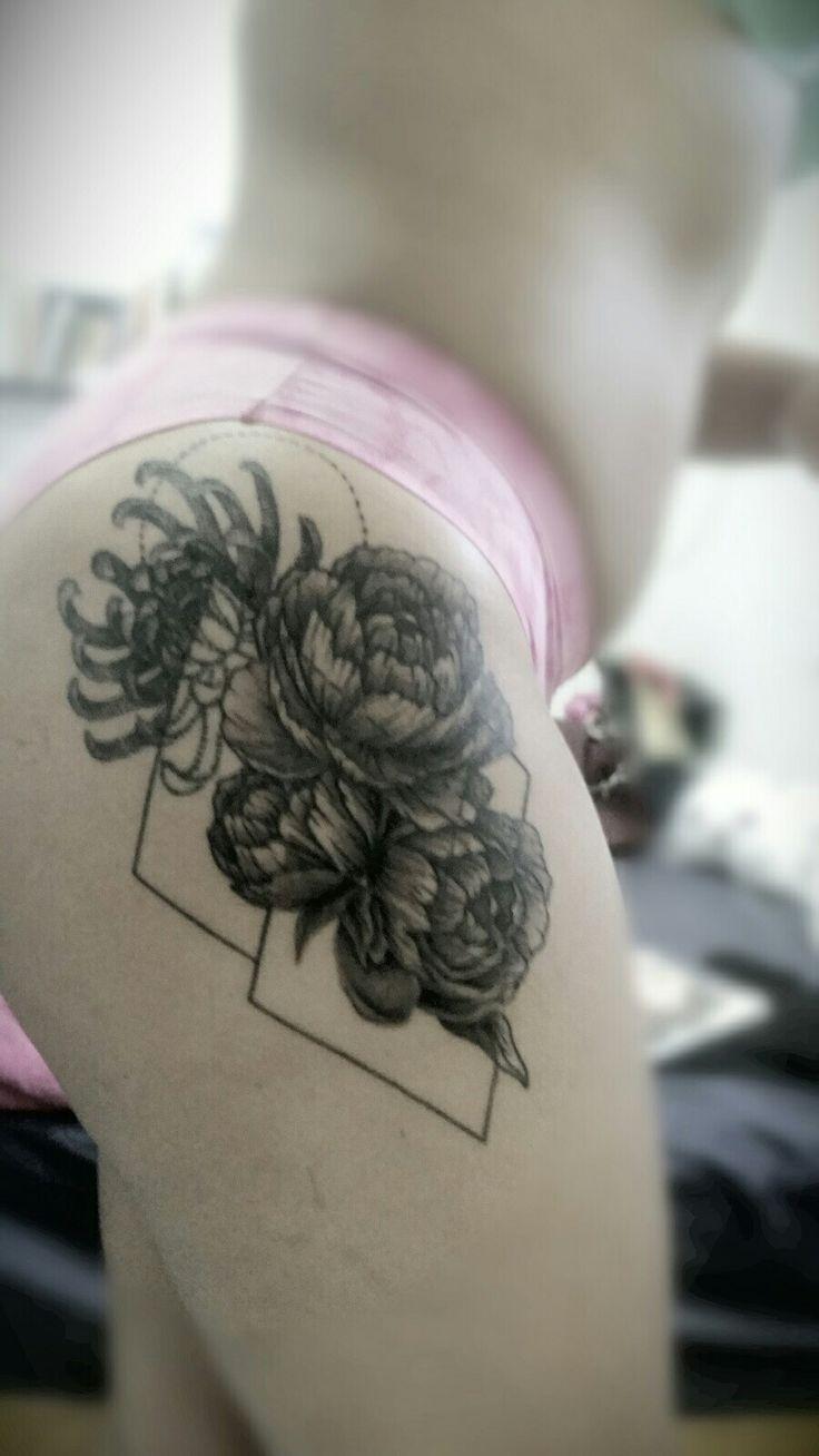 When it was new... 😍 #mexico#peonias#geometria#blacktatto#tattoo#inkme#bodyart#flowers