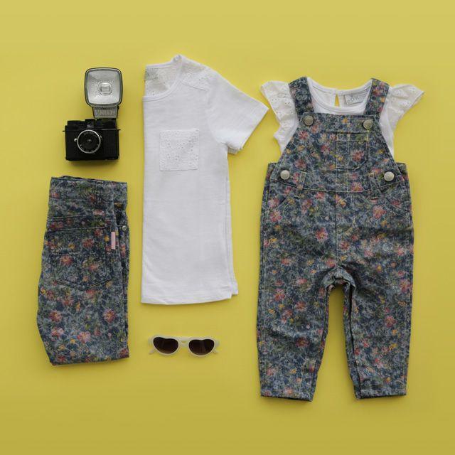 ¡Jeans y Overalls estampados en flores combinados con las infaltables T-shirts blancas! Descubre ésta y otras combinaciones en tu tienda @epkcolombia más cercana☀️