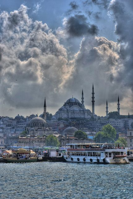 Kanuni Sultan Süleyman Türbesi: it is an Ottoman imperial mosque, being the second largest mosque in the city. This is located on the second Hill of Istanbul, Turkey and is one of the best-known sights of the city.
