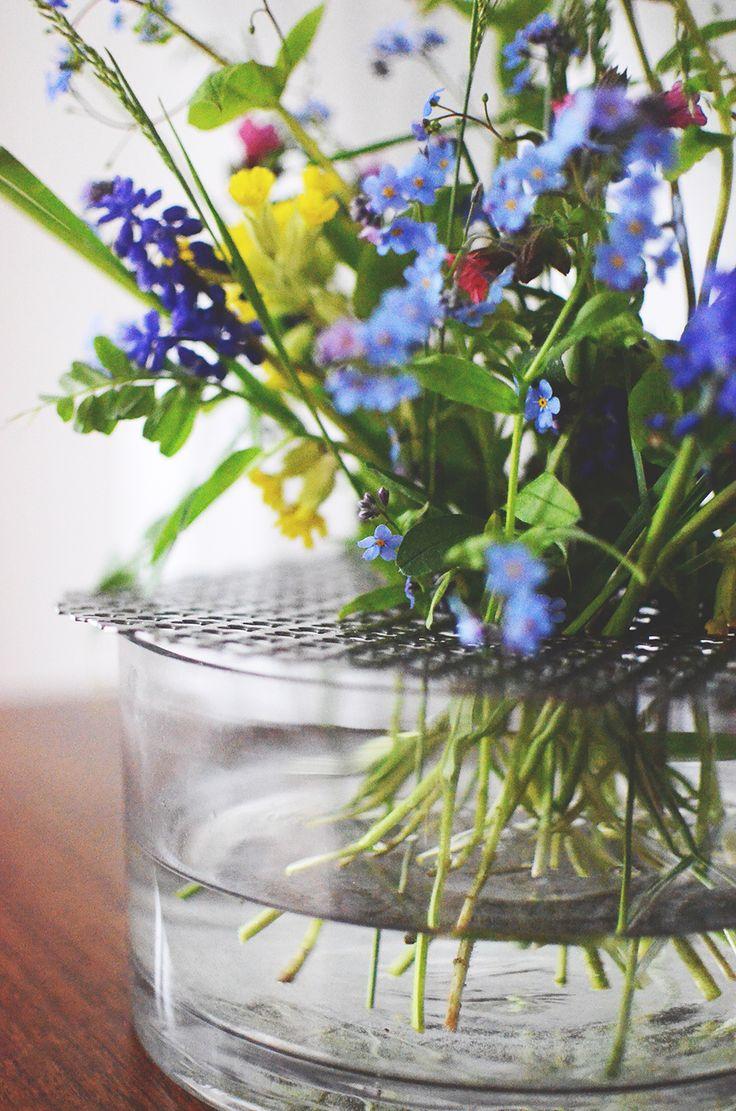 Gör nät av klöverplåt till en låg cylindervas