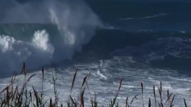 Ola gigante de 18 metros se tragó a tablista y este salió ileso