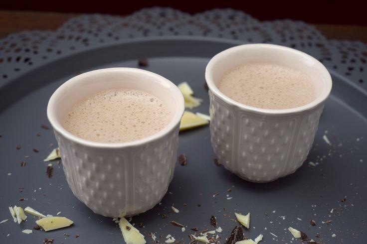 So einfach ist es, heiße Schokolade im Thermomix® herzustellen. Viel besser als gekauftes Kakaopulver – Liebe zum Trinken