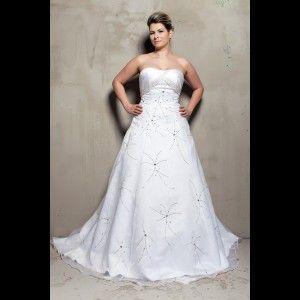 Elegantní svatební šaty pro plnoštíhlé nevěsty.
