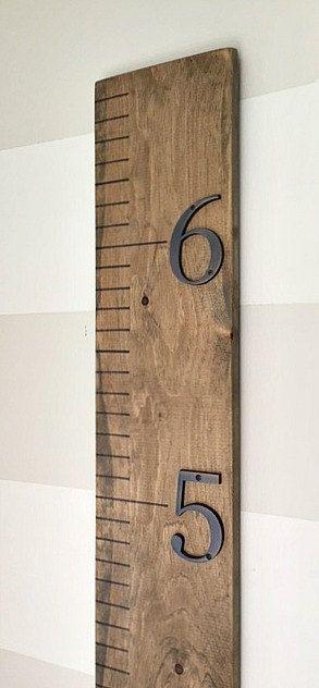 Règle graphique croissance en bois avec des numéros de Bronze
