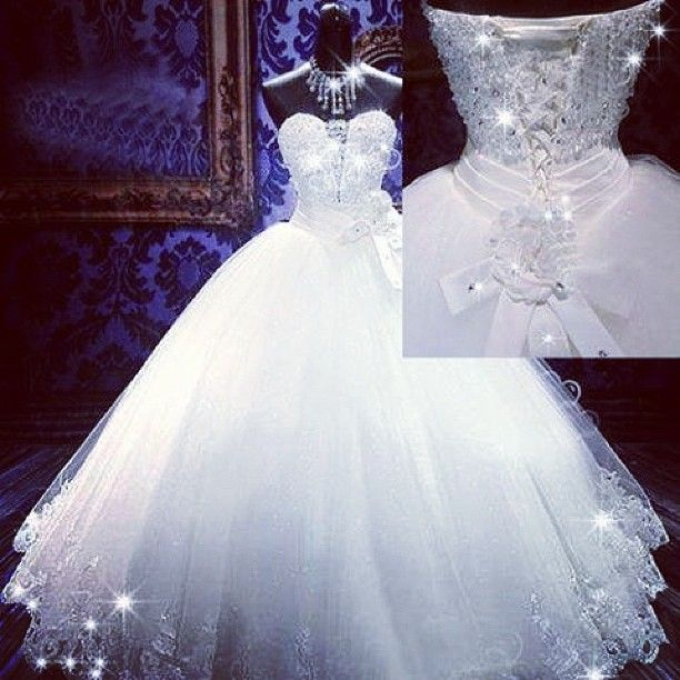 now that's a wedding dress fit for a princess!