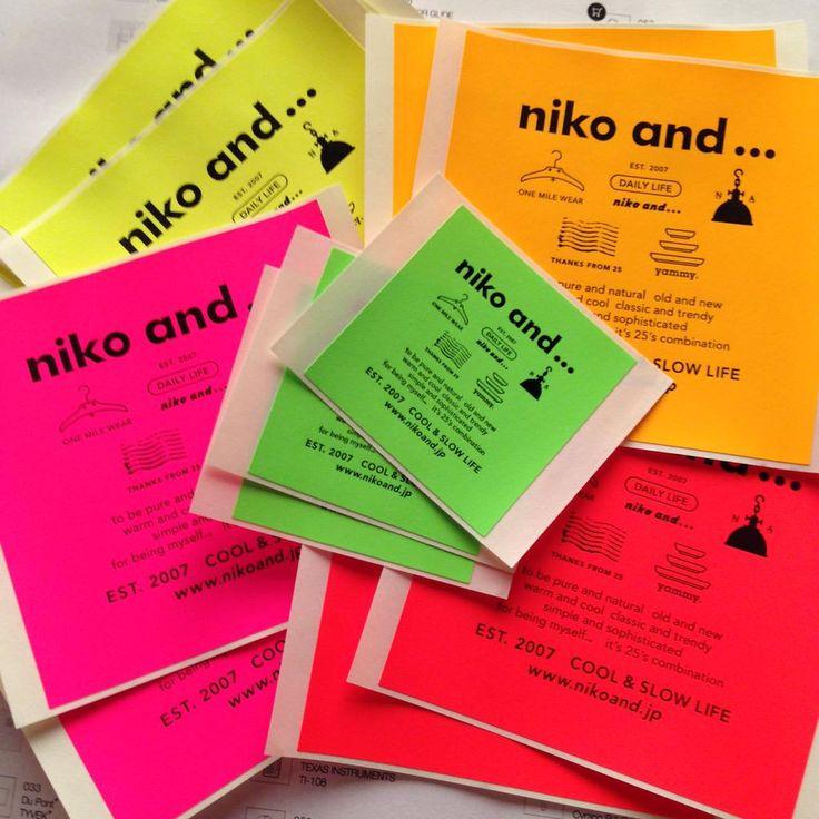 平林奈緒美さんブシ全開のステッカーを頂いちゃいました(^O^)/ 海外のFRAGILEステッカーに使用されるような蛍光の紙でできた秀逸なステッカーです。 #niko and…