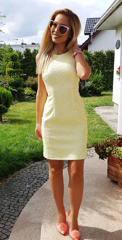 Ołówkowa żółta sukienka z dekoltem na plecach.   169 zł  Pencil dress